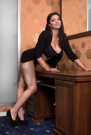 Shahyna tantra massage in Lenexa Kansas